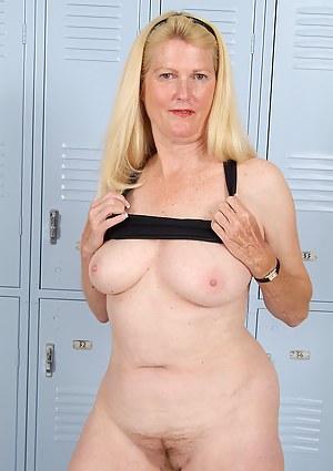 Moms Locker Room Porn Pictures